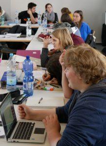 Unterricht barrierefreie Kommunikation in der Einfachen Sprache HEP Bildungszentrum Flehingen. Foto: Uwe Roth