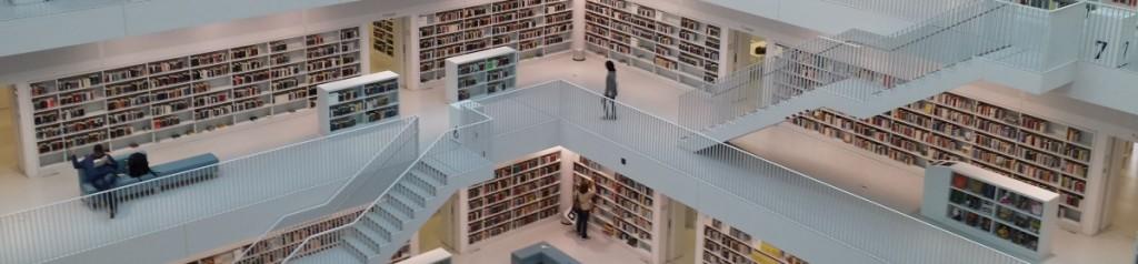 Innenansicht der Stadtbibliothek Stuttgart. In zahlreichen Büchereien gibt es Bücher in Einfacher Sprache. Foto: Uwe Roth