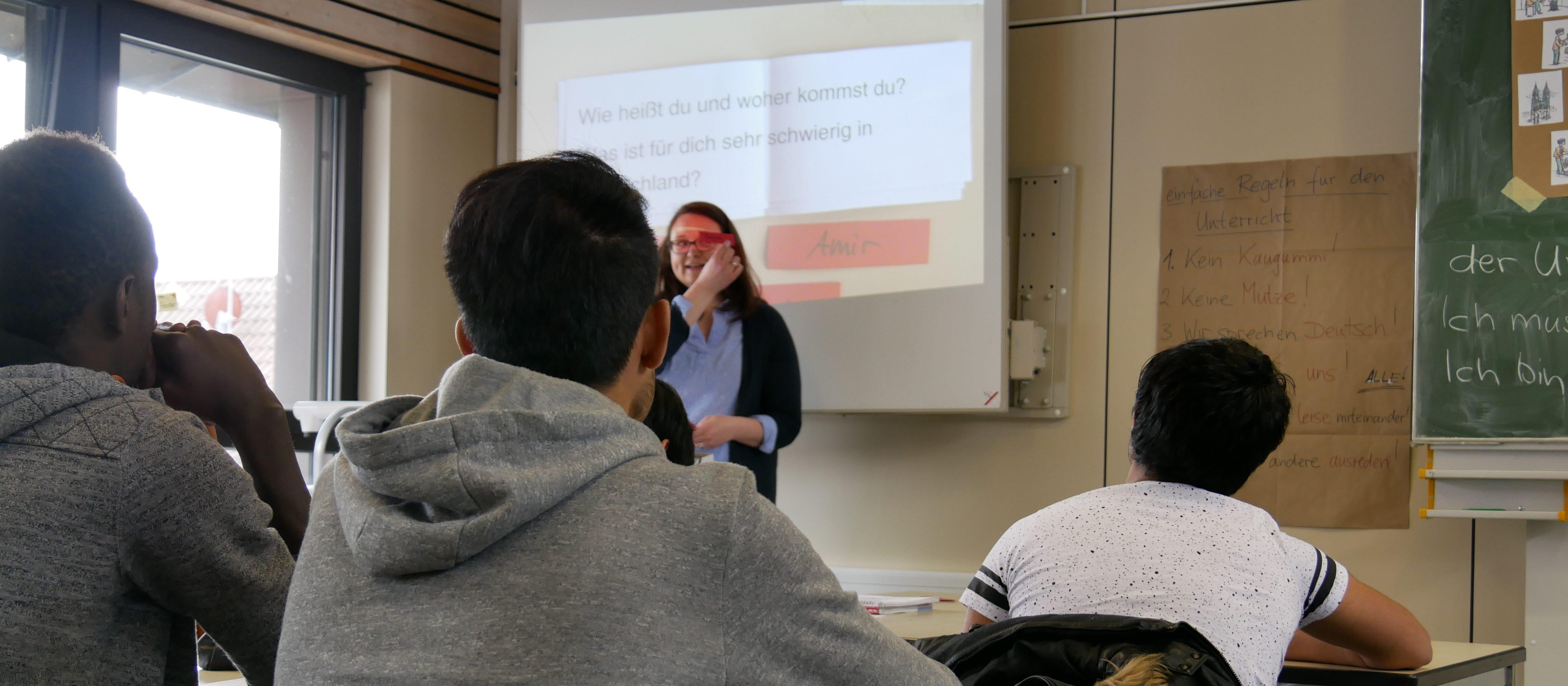 Flüchtlinge im Sprachenunterricht. Foto: Uwe Roth