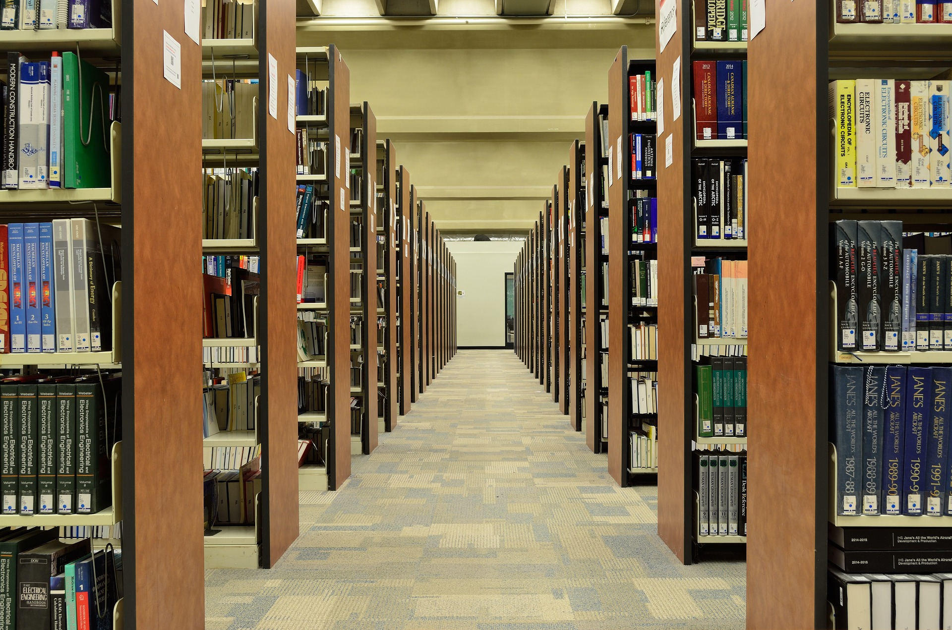 Wissenschaftsbücherei. Quelle: pixabay